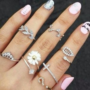 Jewelry - Crystal Leaf Stackable Silver Midi Rings NWT